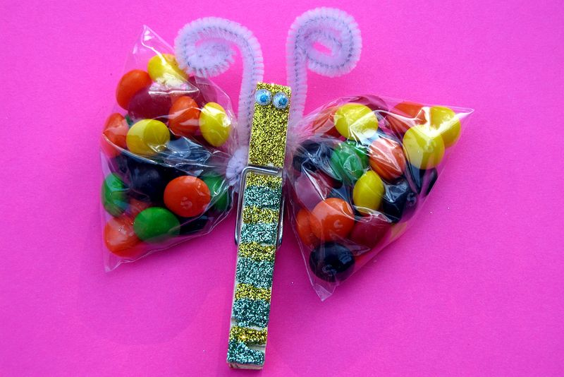 Rainbow skittles butterfly glitter party favor complete