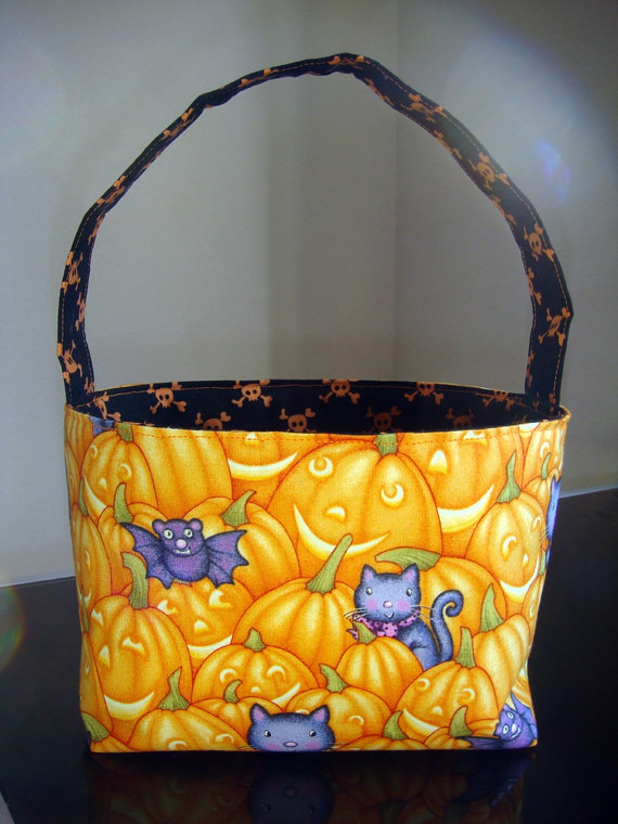 Trick or treat fabric basket from Mayas Kalupi