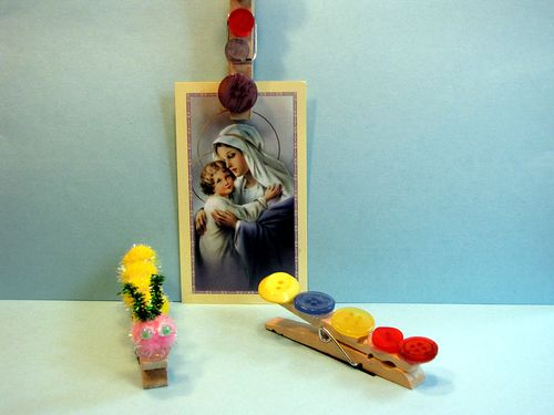 Clothespin magnet photo clips