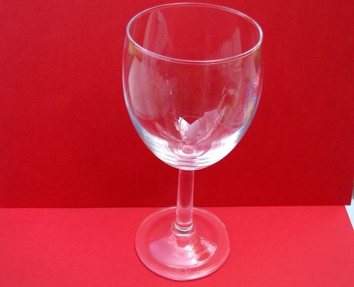 Christmas in july plain wineglass 2