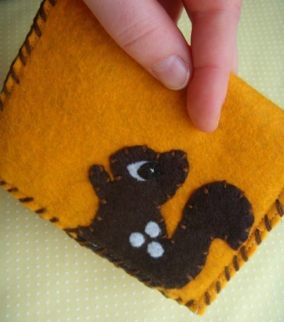 Acorn and squirrel felt snap pouch from Needlings