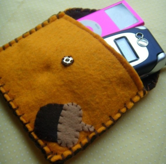 Acorn felt pouch from Needlings